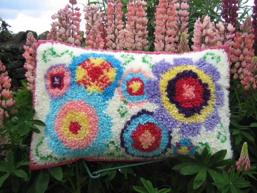Blooming Blossoms Latch Hook Cushion Front Kit