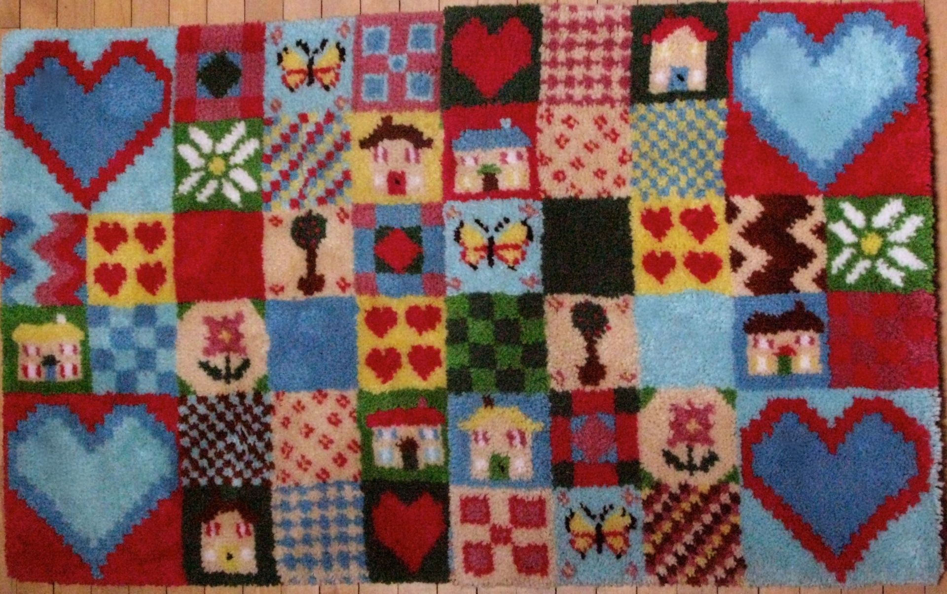 Patchwork Hearts & Homes Latch Hook Rug Kit